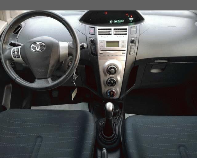 Toyota Toyota Yaris II 90 D-4D Luna Pack 5p